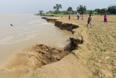 habitants-Rajshahi-erodee-fleuve-Padma-5-septembre-2018-Bangladesh_0_729_487