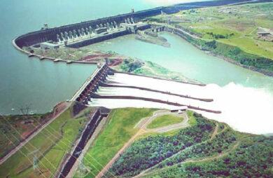 Photo du barrage d'Itaipu, sur le fleuve Parana