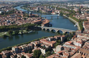 Vue aérienne de la Garonne, à TOULOUSE