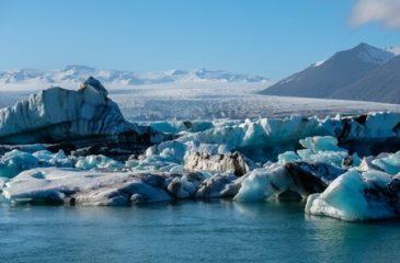 Arctique_viewofmeltingdownglacierduetoglobalwarming